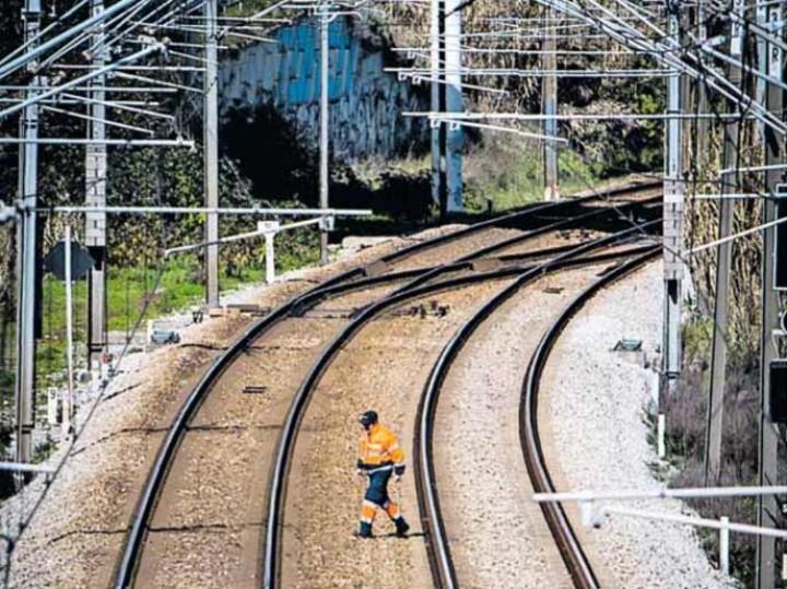 Pedro Nuno Santos admite voltar a separar ferrovia da rodovia