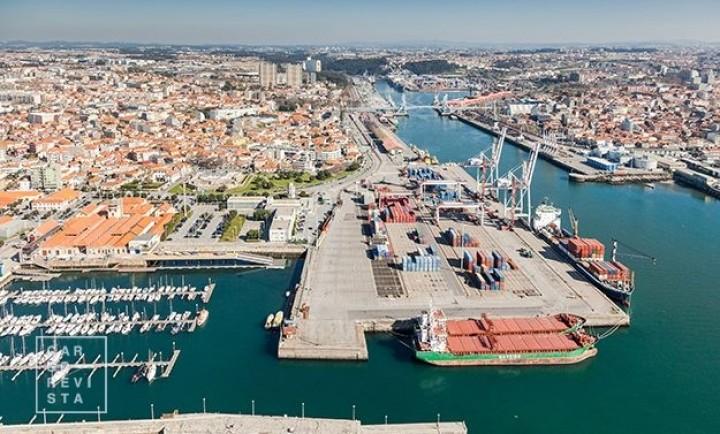 Terminal de Contentores de Leixões (TCL) opera uma dezena de navios num só dia