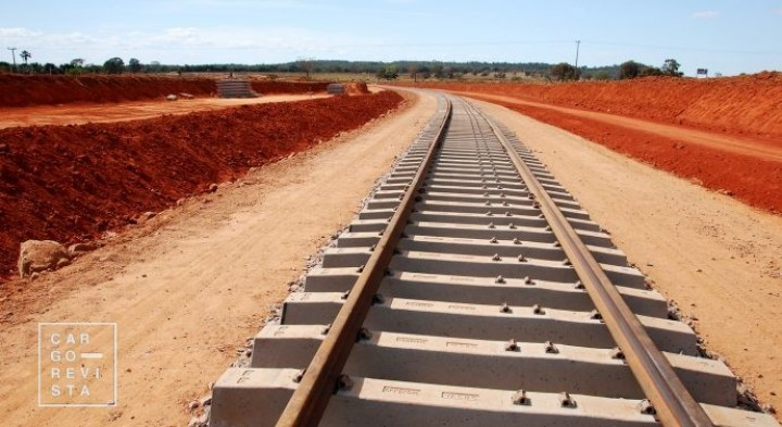 Reabilitação da linha férrea de Machipanda, em Moçambique, já decorre a bom ritmo