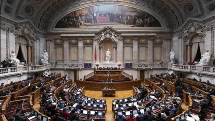 Parlamento aprova recomendação para suspender linha circular no Metro de Lisboa