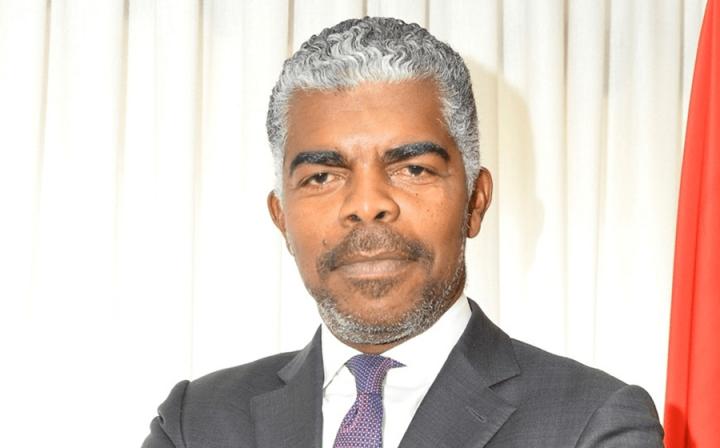 """Ricardo Viegas de Abreu - Ministro dos Transportes de Angola """"Construtoras portuguesas têm de se posicionar em Angola como investidores"""""""