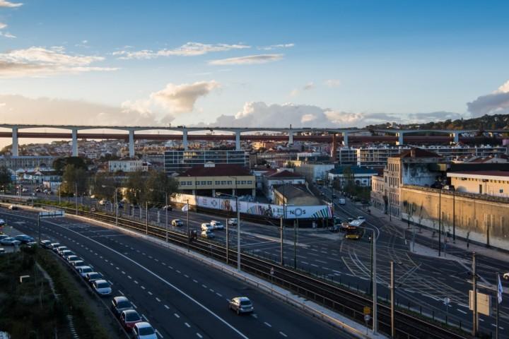 Câmara de Lisboa quer acabar com a barreira criada pela Linha de Cascais