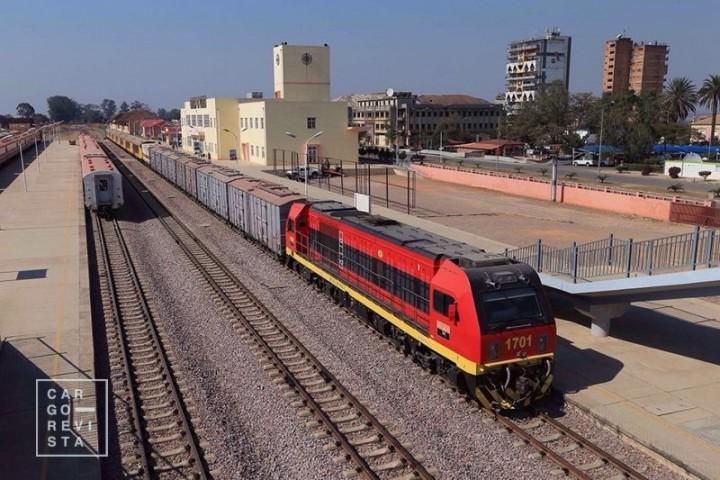 Comboio do CFM transportou primeira carga de ferro com destino ao Porto do Sacomar