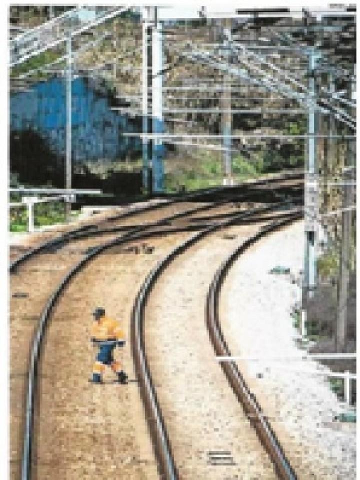 Governo vai recuperar comboios encostados para resolver crise