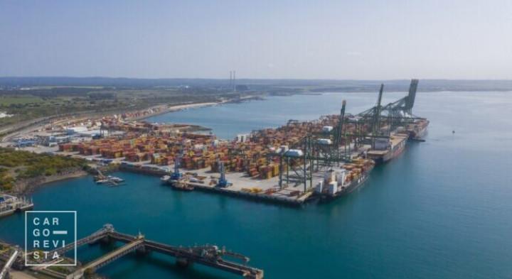 Porto de Sines aposta no agro-negócio, minérios, sector automóvel e cargas de projecto