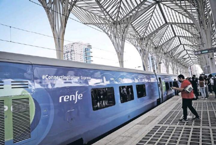 """Ferrovia """"tem de ganhar o seu papel através da concorrência"""", diz a CE"""